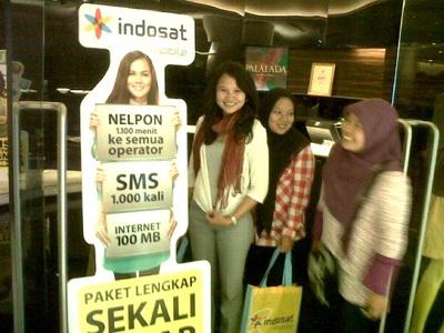 with ani and fitri, lagi nyoba nggantiin model yang di banner :p