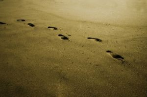 gambar-telapak-kaki-melangkah