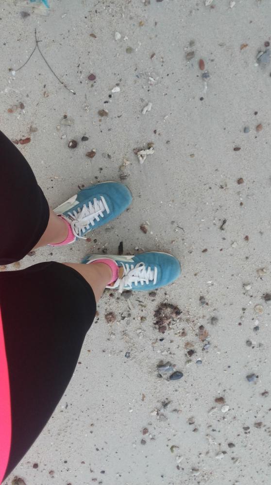 Tetap setia pake sepatu ini. Mas makasih ya sepatunya kapan beliin yang baru? #krik krik